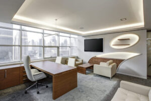 Kancelář, stoly, židle, televize, práce